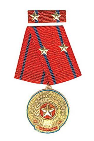 2002: Huân chương Lao động hạng II