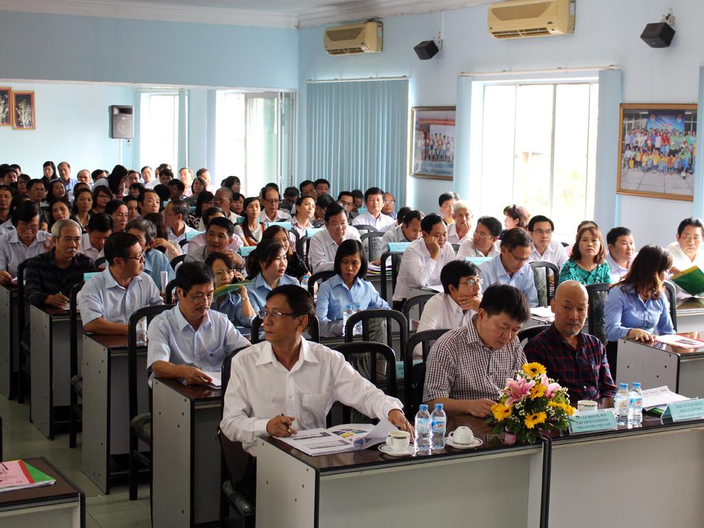 Các đại biểu tham dự hội nghị
