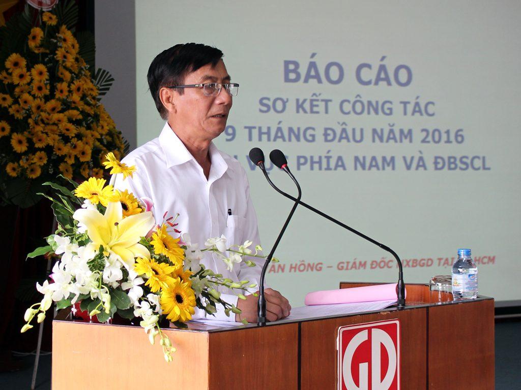 Ông Phạm Văn Hồng - Giám đốc NXBGD tại TP.HCM báo cáo sơ kết công tác 9 tháng của khu vực