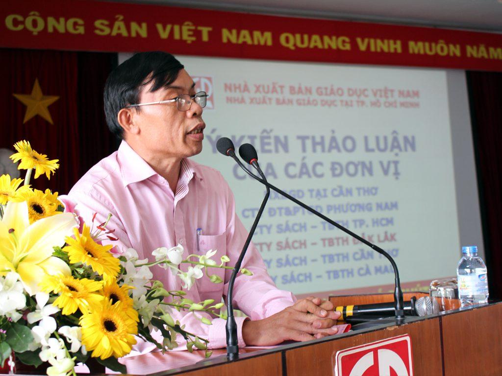 Ông Trương Văn Hùng - GĐ Công ty Sách - TBTH Đắk Lắk tham gia phát biểu tại hội nghị