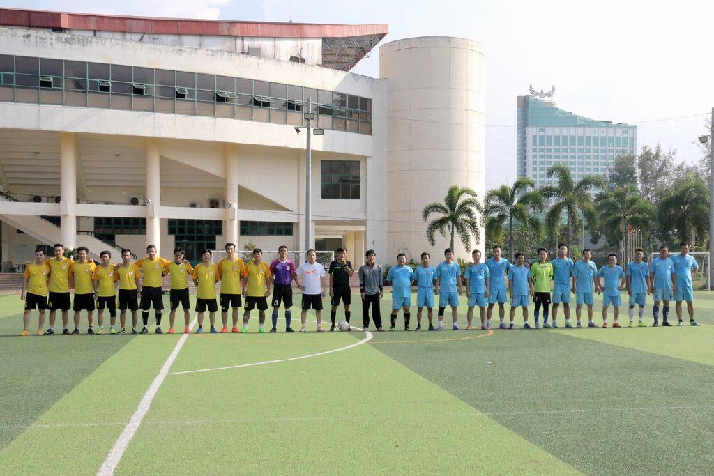 Bóng đá - 2 đội bóng chuẩn bị vào trận đấu