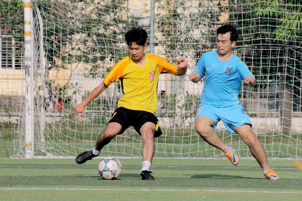 Bóng đá - Tranh bóng quyết liệt (3)
