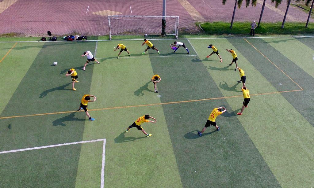 Bóng đá - khởi động trước khi vào trận bóng