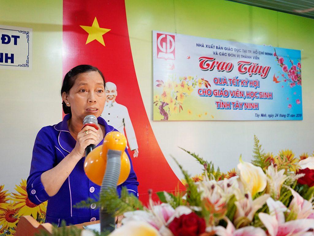 Cô Lại Thị Ngọc Lợi - giáo viên trường THCS Thị Trấn Châu Thành phát biểu tại Lễ trao tặng quà Tết Kỷ Hợi 2019