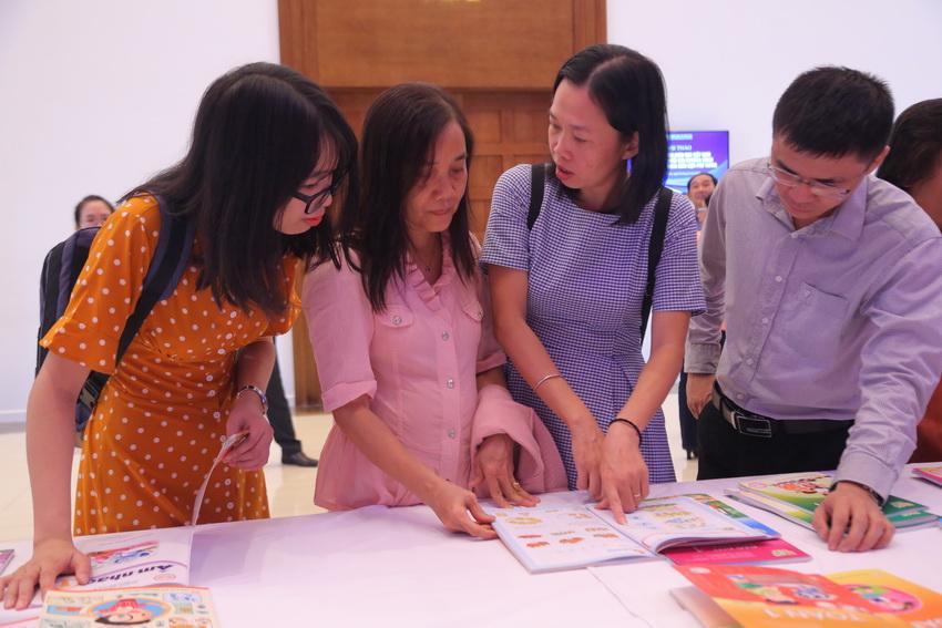 Bộ GDĐT đã tạo hành lang pháp lý, thu hút các NXB tham gia xã hội hóa công tác biên soạn SGK. Nguồn ảnh: giaoducthoidai.vn
